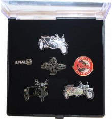 Pin collector box with 6 pins